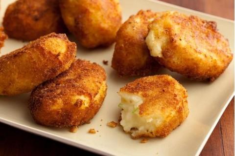 طريقة تحضير كرات البطاطس المقلية بالجبنة